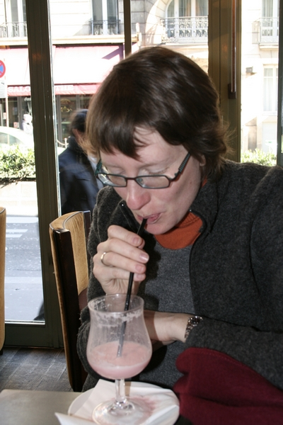 It was freezing cold in Paris, mammoths and woolly rhinoceros were making a come-back and a glacier was growing on Montparnasse. But my wife HAD to have a milk-shake. Pregnant women - sigh!